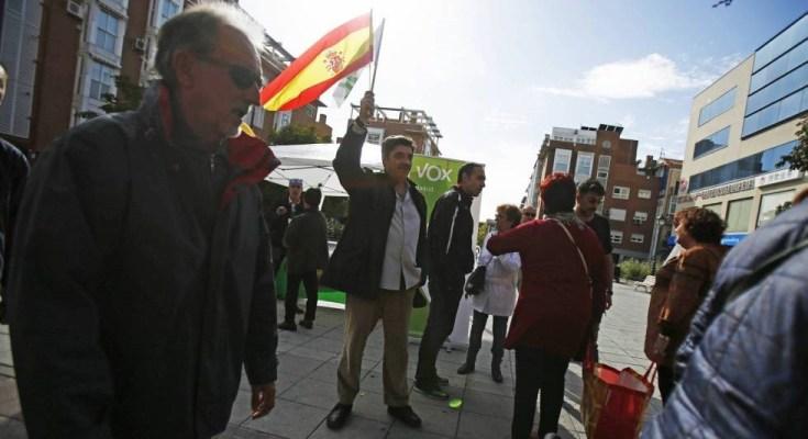 Desde su demostración de fuerza en el Palacio de Vistalegre, Vox ha comenzado su andanza en barrios del sur de Madrid como Vallecas, Carabanchel, Vicálvaro, Villaverde o Usera. Los fascistas…