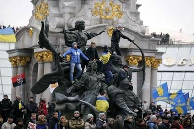 El pasado jueves día 26 de noviembre el gobierno ucraniano decidió suspender las conversaciones sobre un pacto de integración con la Unión Europea, como respuesta a la imposición por parte…