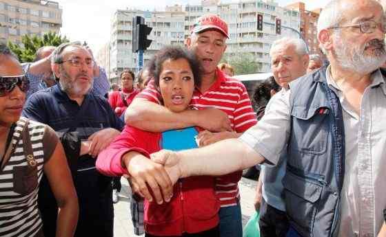 Basta con levantar una mano en Cuba y decir que se está en contra del«régimen castrista», para recibir todo tipo de atenciones mediáticas y económicas. Mientras el sueldo de un…