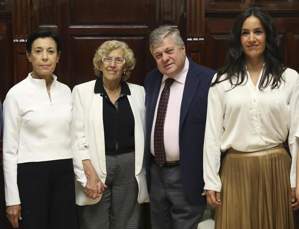 La alcaldesa de Madrid, Manuela Carmena, ha recibido a los familiares del terrorista Leopoldo López en el Ayuntamiento de Madrid, haciéndole el juego de una manera vergonzosa a la reacción…