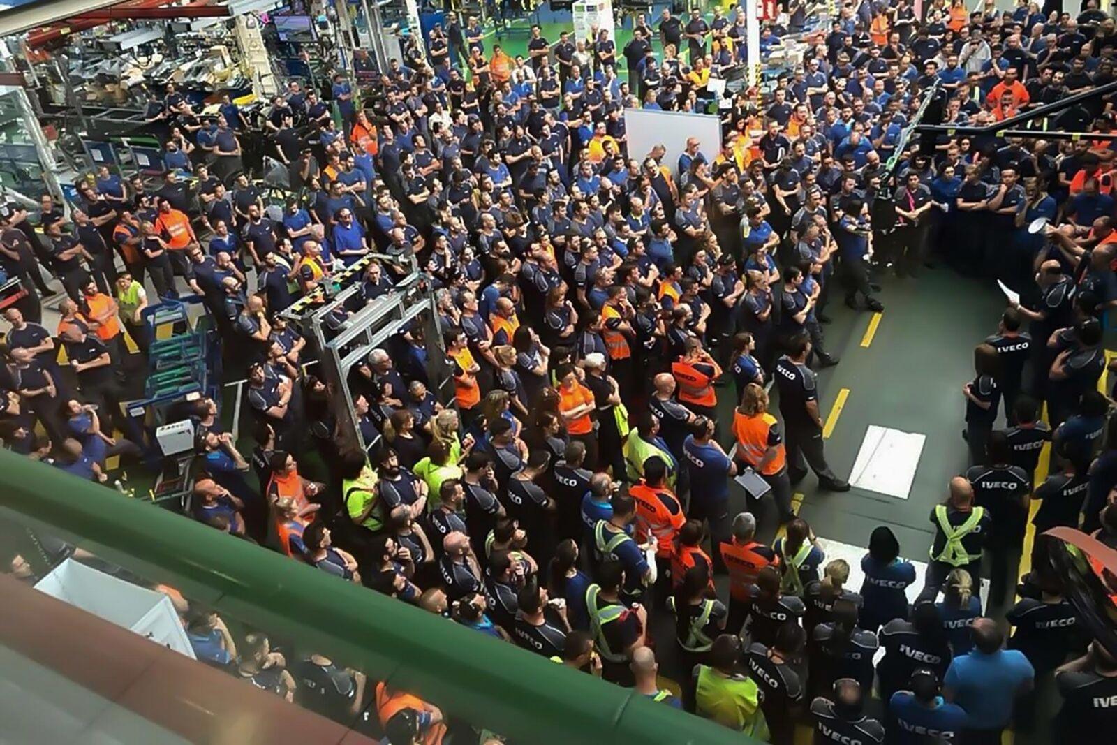 Los trabajadores de la fábrica de camiones de Iveco en Madrid, acordaron, tras dos asambleas, ir a la huelga el próximo 12 de septiembre, a consecuencia del despido de doce…