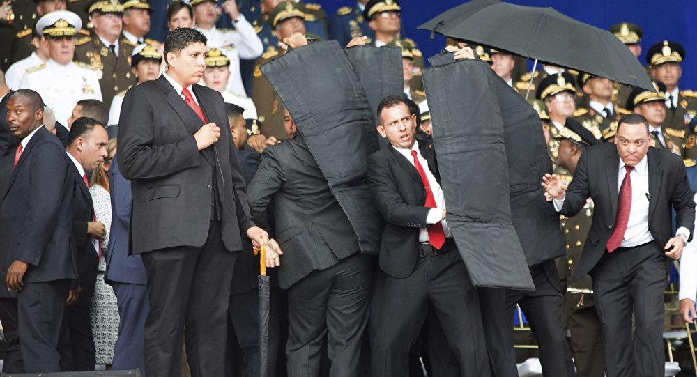 """En el día de ayer se produjo un nuevo intento de asesinato contra el Presidente de la República Bolivariana de Venezuela. Esta vez la organización""""Soldados de Franela"""", simple ejecutora de…"""
