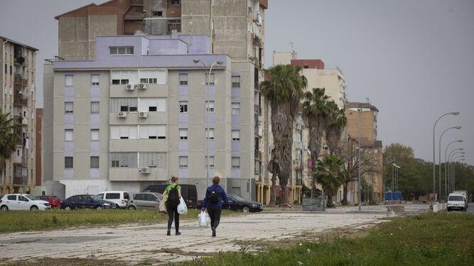 """En los barrios más pobres de España, como son el """"Polígono Sur"""" y """"Los pajaritos"""", la cuarentena está llevando a una situación dramática a muchas familias que dependen de la…"""