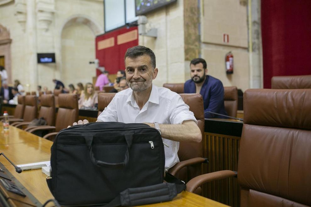 El hasta esta semana líder de Izquierda Unida en Andalucía, y miembro del PCA, Antonio Maíllo, ha dejado la política recibiendo el cariño de todas las fuerzas políticas del parlamento…