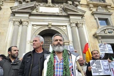 La abogacía del Estado pide dos años de cárcel para Sánchez Gordillo y Diego Cañamero por la ocupación realizada hace un año de la finca Las Turquillas de propiedad militar,…