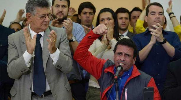 """La derecha venezolana continúa con sus movimientos golpistas, como se demuestra con la sesión de ayer de la Asamblea Nacional donde se aprobó el """"Acuerdo para la restitución del orden…"""