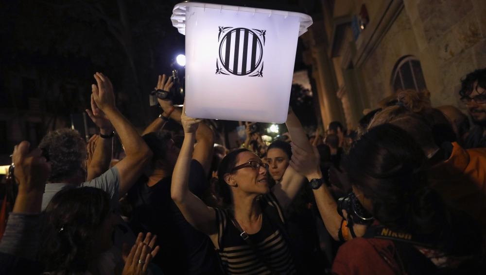 El pasado viernes, tanto la Fiscalía como la Abogacía del Estado, emitieron sendos escritos con sus peticiones de condena para los presos políticos independentistas catalanes, así como para la cúpula…