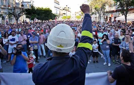 Desde hace décadas los trabajadores se han dejado engañar por aquellos que nos consideran incapaces de tomar el control de la producción, de la economía y de la sociedad, a…