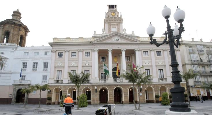 La situación y condiciones de vida de muchos trabajadores penden de un hilo por culpa del Estado de Alarma del que es cómplice el Ayuntamiento de Cádiz. Entre esos trabajadores…