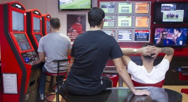 La juventud, con el paso de los días, percibe los salones de juego y las casas de apuestas como una forma alternativa de ocio que llama poderosamente la atención por…