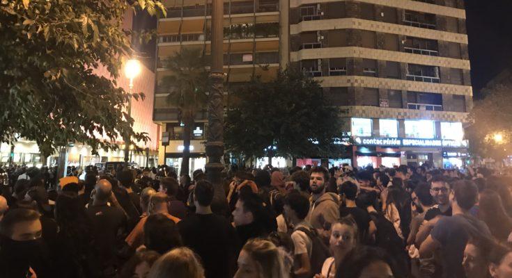 Ayer, en València, tuvo lugar una concentración en apoyo al pueblo de Catalunya, contra la represión y contra la sentencia del Procés. La concentración tuvo lugar en la Plaza de…