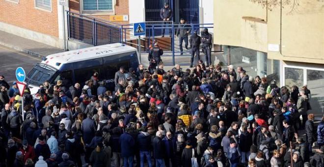 El matí del dimecres 16 arrancava amb la notícia de que onze persones vinculades al moviment independentista català havíen sigut detingudes a Girona i, al llarg del dia, el total…