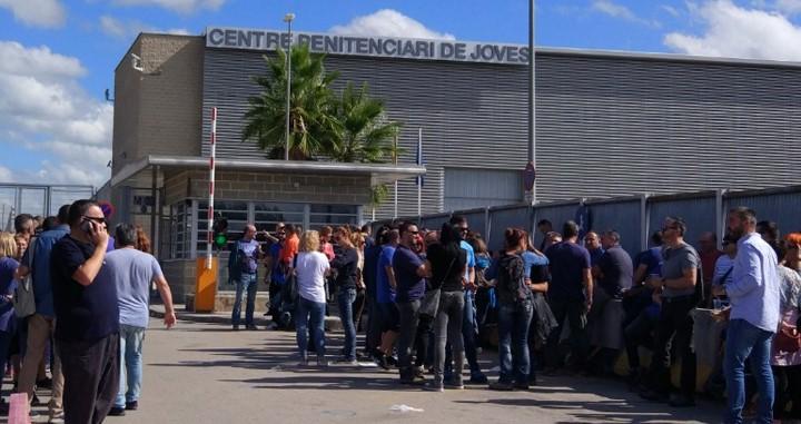 A Catalunya, durant el confinament decretat, les presons han hagut d'adaptar-se a les circumstàncies i per això han pres mesures per a prevenir possibles riscos. Mesures com la suspensió del…