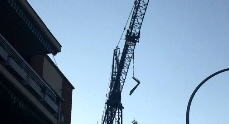 Un obrero ha muerto este viernes en Ciudad Lineal al caerle encima una carga de sacos de cemento de 1.800 kilos, engrosando la lista de fallecidos en accidente laboral en…