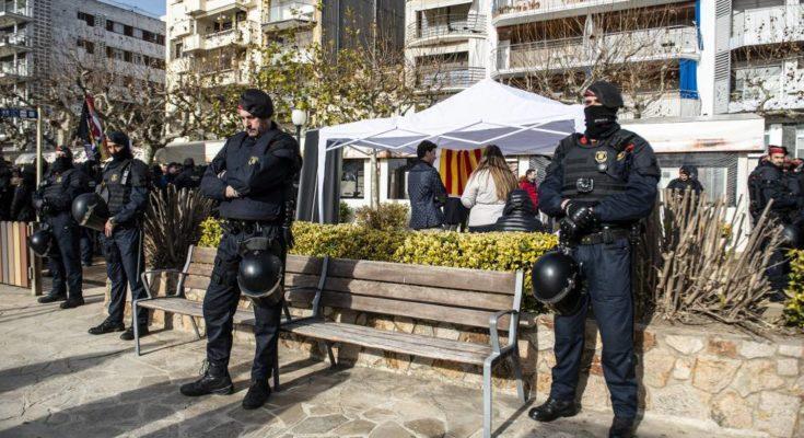 El nou partit de la burgesia espanyola, Vox, va organitzar el passat 20 d'abril una xerrada a Lloret de Mar avisant sense antelació, per a així evitar una possible resposta…