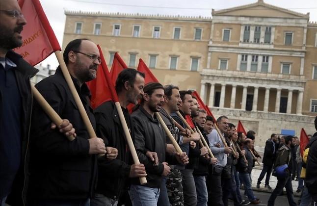 Resulta muy sintomático el apagón mediático que los aparatos de propaganda imperialistas aplican hoy respecto a Grecia. Precisamente ahora que el gobierno de SYRIZA se ha convertido, como no podía…