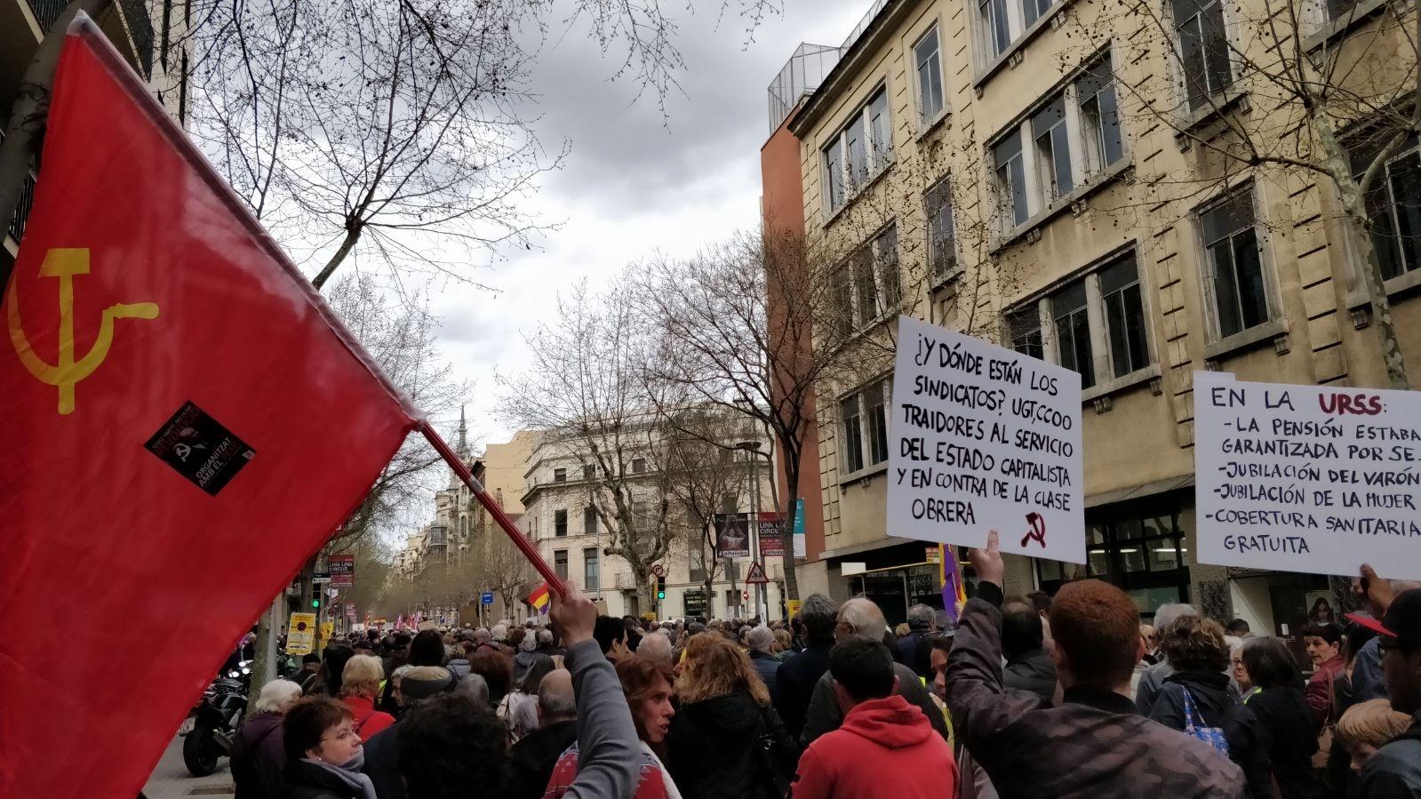 El Partit Comunista Obrer de Catalunya s'ha manifestat durant el matí del dissabte 17 de març juntament amb desenes de milers de pensionistes i treballadors pels carrers de Barcelona en…