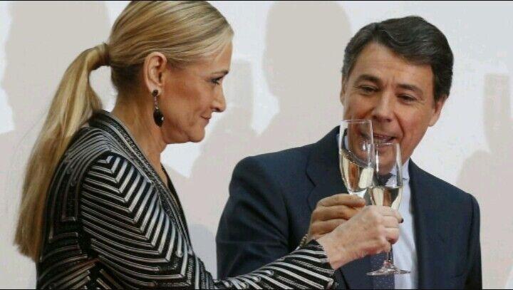 A un mes desde que comenzó el curso escolar en Madrid, parece que nada ha cambiado desde el curso pasado. La Presidenta de la Comunidad de Madrid, Cristina Cifuentes, continúa…