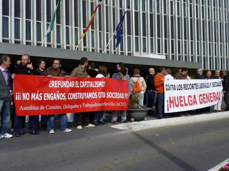 El pasado 8 de Marzo tuvo lugar una asamblea-concentración en las puertas del hospital de Valme (Dos Hermanas) convocada por la Asamblea de Comités, Delegados y Trabajadores de la provincia…