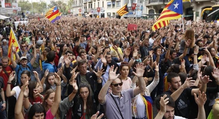 L'Estat feixista espanyol, el Parlament del qual està sent temporalment capitanejat en un context de feblesa pels no menys reaccionaris del PSOE, a la calor dels resultats de les eleccions…