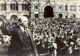 Hasta ahora las experiencias dadas nos enseñaban que el proceso revolucionario en Europa contiene etapas ininterrumpidas muy precisas: huelgas económicas generalizadas, huelga general, huelga general política e insurrección. La habilidad e…