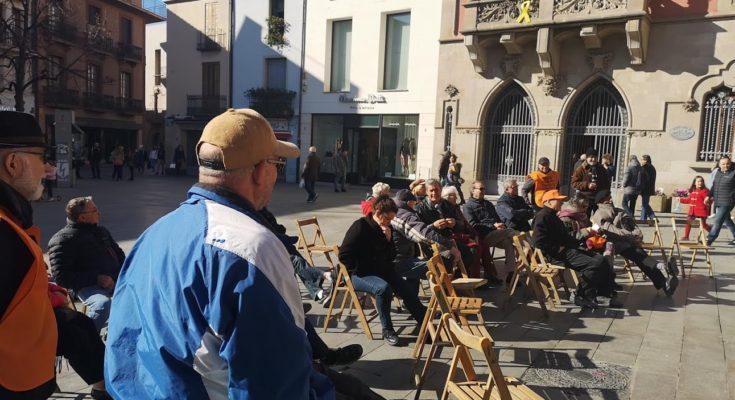 El passat 15 d'Abril, així com en dates anteriors, militants del PCOC van intervenir en la plataforma Marea Pensionista en suport al moviment i advocant per la seva continuïtat i…